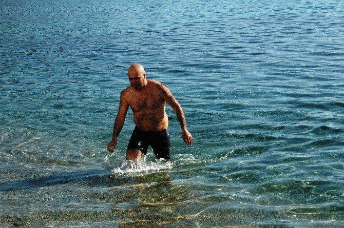 Türkiye Donarken Bodrum'da Denize Giriliyor