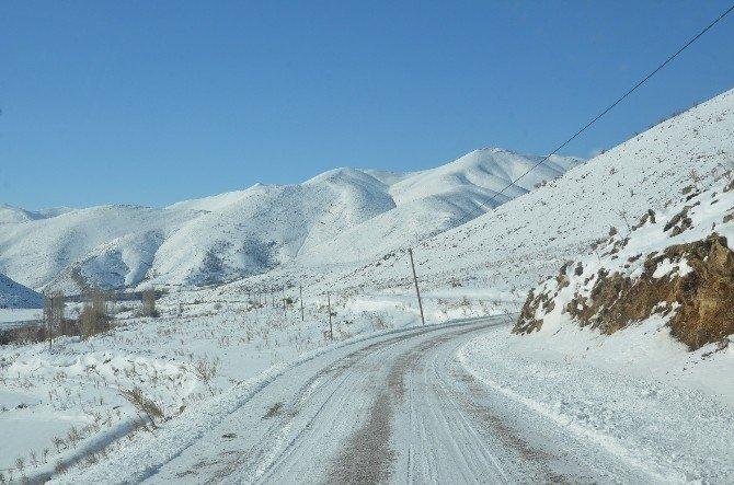 Yeşilyurt'ta Karla Mücadele Çalışmaları Sürüyor