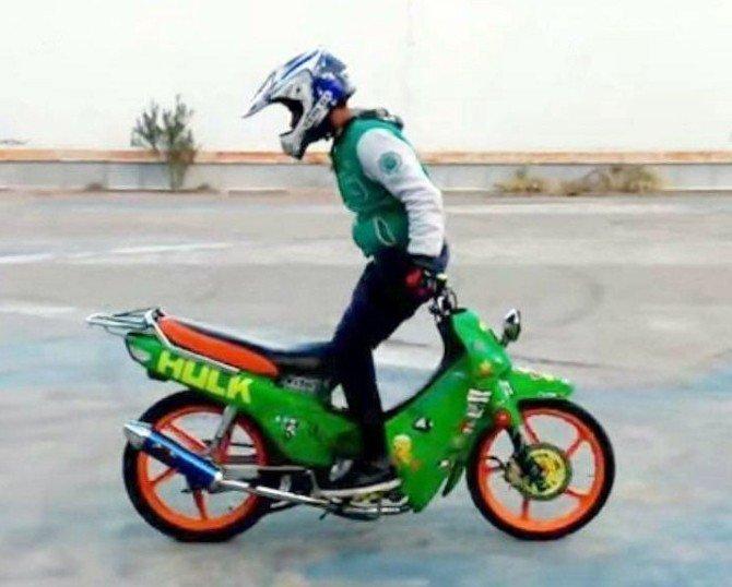 Motosikletli Gençten Korkutan Şov