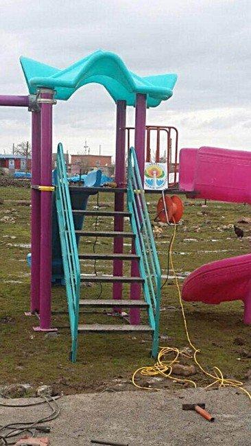 Büyükşehir Ve Yeditepe'nin Yardım Eli Ergani'deki Öğrencilere Uzandı