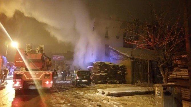 Ankara'da Mobilya İmalathanesinde Yangın