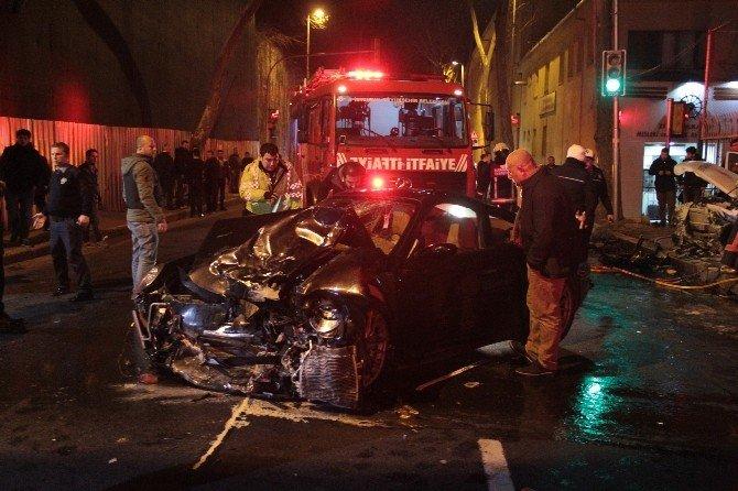 Polis Otosu Lüks Otomobille Kafa Kafaya Çarpıştı:1 Polis Şehit, 1 Polis Yaralı