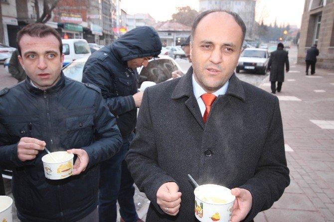 Beyşehir'de Sabah Namazı Çıkışı Cemaate Sıcak Çorba
