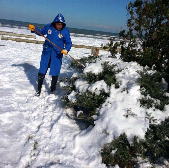 11 kilometrelik sahil şeridinde kar temizliği yapıldı