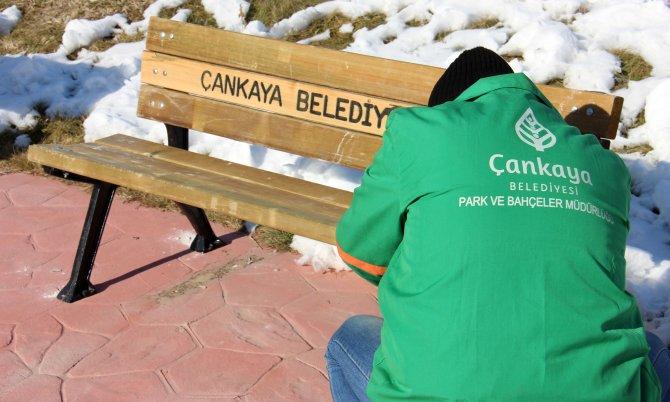 Çankaya'daki 80 parkta eskimiş tüm banklar değiştiriliyor