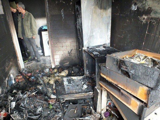 Buzdolabından Çıkan Yangın Evi Kullanılmaz Hale Getirdi