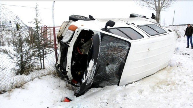 Minibüs Şarampole Uçtu: 5 Yaralı