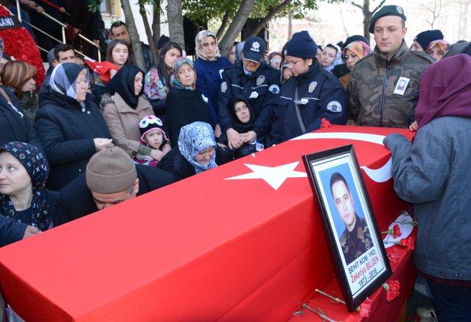 Balıkesirli şehit polis Zekeriya Bilgen dualarla toprağa verildi