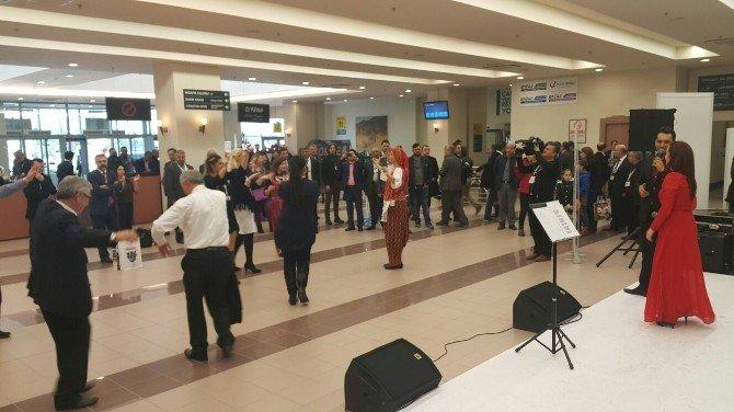 Emine Özata Ve Salih Demirci Konserine Büyük İlgi
