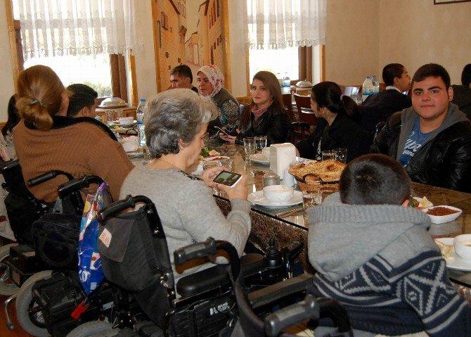Engellilerden Birlik Ve Beraberlik Yemeği
