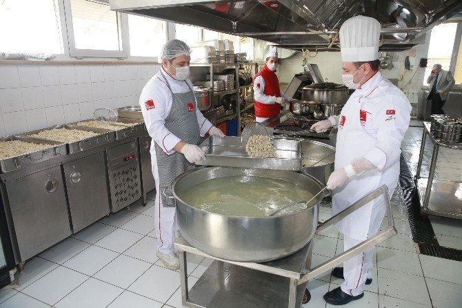 Gaziosmanpaşa Belediyesi'nden İhtiyaç Sahibi Ailelere Her Gün Sıcak Yemek