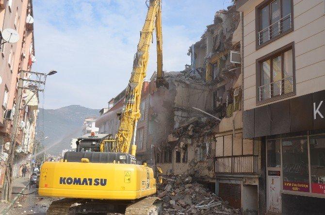 Gemlik'te Deniz Kumuyla Yapılan Binalar Yıkılıyor