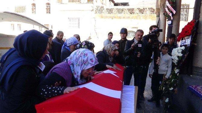 Jandarma Er Karaca, Terhis Olacağı Gün Defnedildi