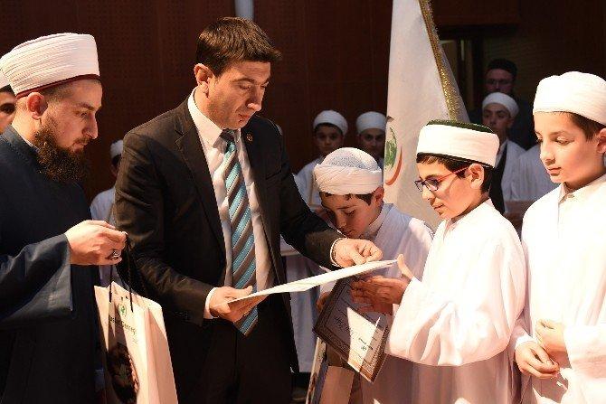 Başkan Vekili Doğan, Öğrencilere Karne Ve Hediyelerini Verdi