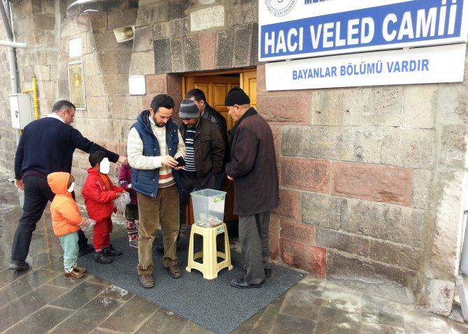 Camilerde Suriyeliler, Doğu Türkistanlılar ve Türkmenler için yardım toplandı