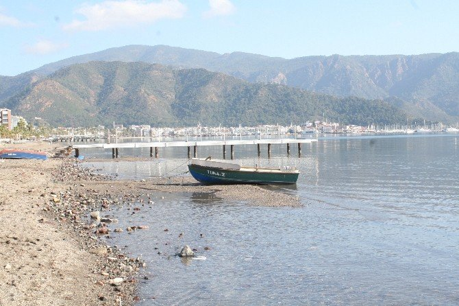 Marmaris'te Devam Eden Deniz Çekilmesi Endişeye Neden Oldu