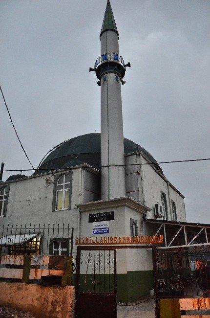 Camii Önündeki Bağış Kutusu Çalındı