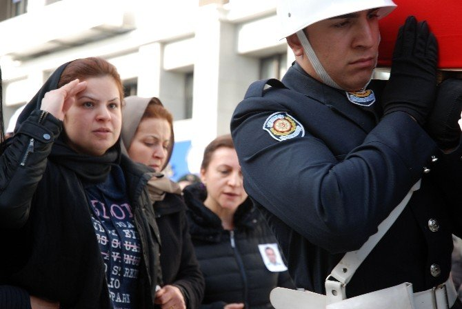 Şehit Polis Alagöz'ü Eşi, Asker Selamıyla Uğurladı