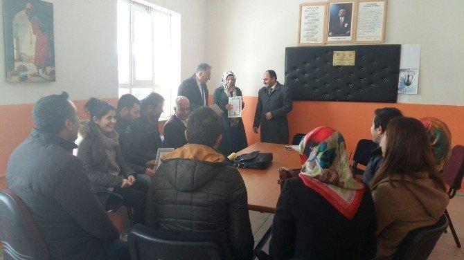 Tatvan'da 50 Öğretmene Başarı Belgesi Verildi