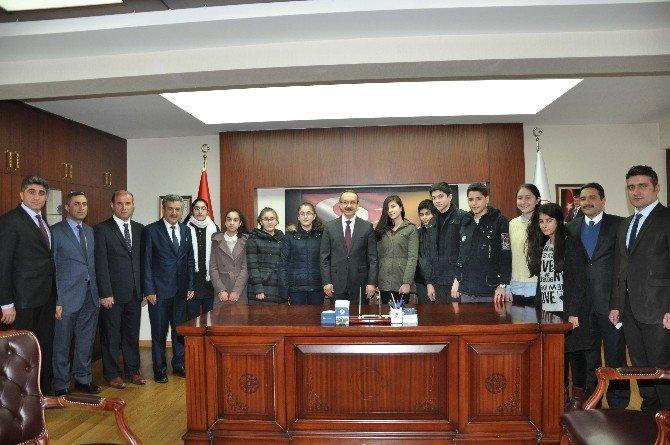 Başarılı Öğrencilerden Vali Yavuz'a Ziyaret