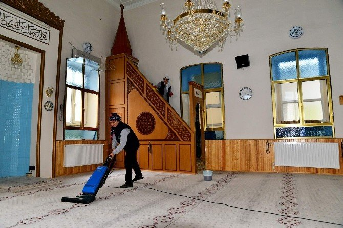 Tepebaşı'nın Camileri Özenle Temizleniyor