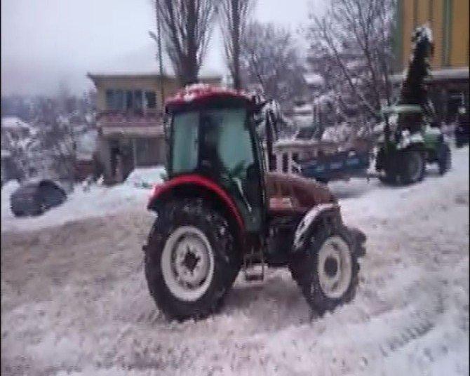 Traktörüyle Drift Yaptı