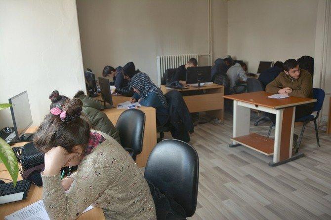 Çataklı Öğrenciler Üniversite Sınavlarına Hazırlanıyor