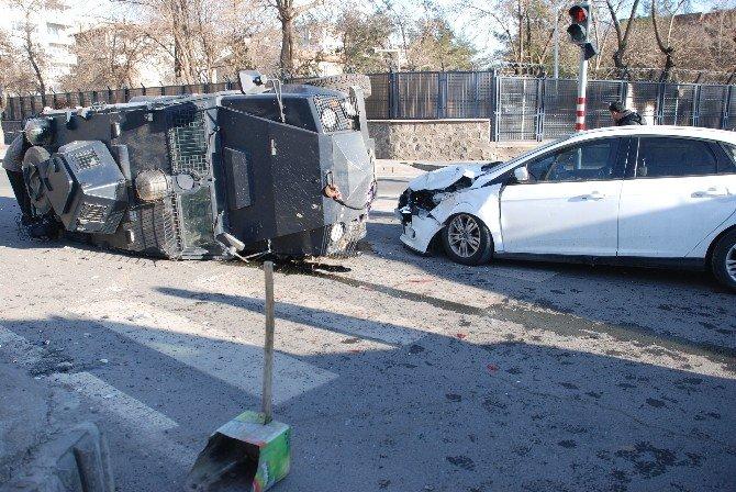 Diyarbakır'da Trafik Kazası: 2'si Polis 7 Yaralı