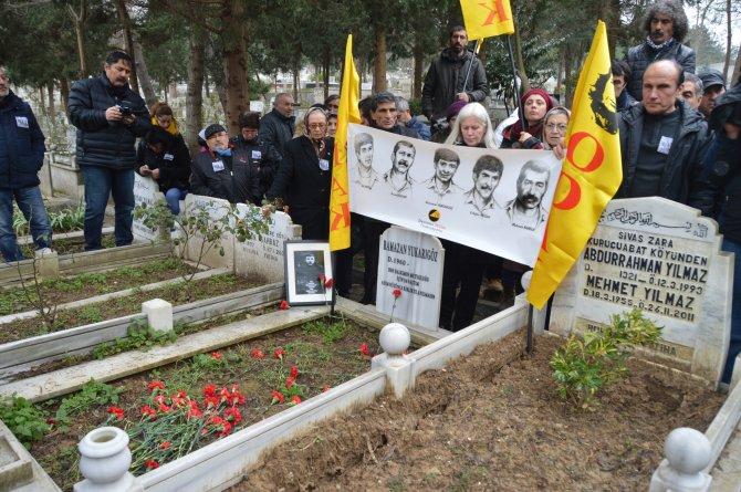 Darbede idam edilenler mezarı başında anıldı