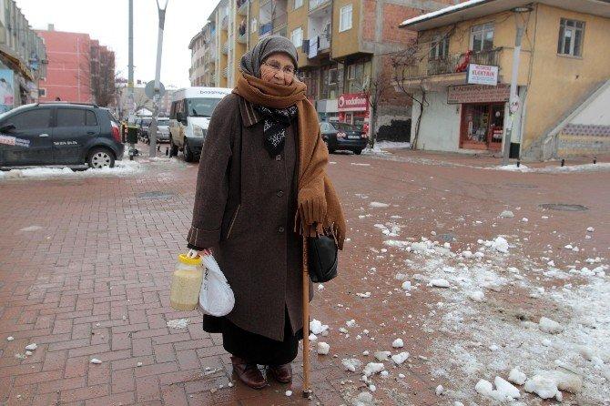 Evindeki Pirinç Ve Tarhanasını Bölüp Bayırbucak Türmenleri'ne Gönderdi