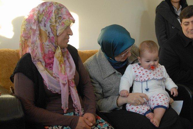 Bakan Ramazanoğlu, Sur'dan Göç Eden Ailelerle Bir Araya Geldi