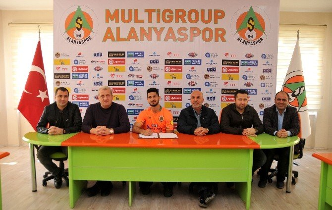 Alanyaspor'da Emre İmzaladı