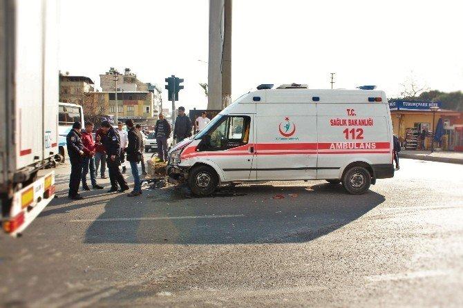 Alkollü Sürücü Ambulansa Çarptı!