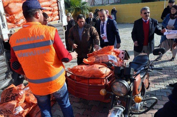 İş Adamlarından Adana'da İhtiyaç Sahiplerine Bedava Kömür