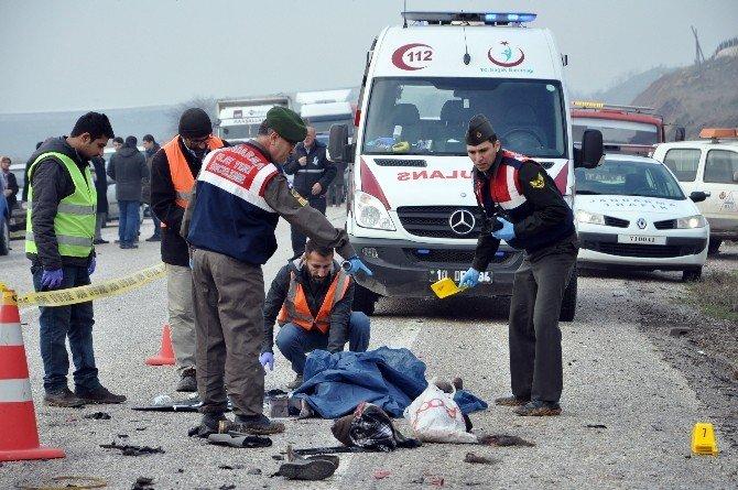 Balıkesir'de Cenaze Yolunda Kaza: 4 Ölü