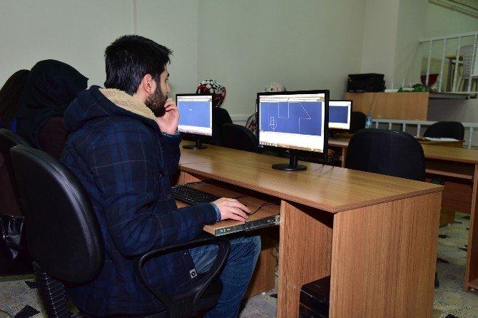 'İşsizlik Kaderin Olmasın' Projesi Kursları Yoğun İlgi Görüyor