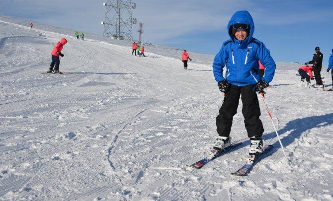 Tatvan Kaymakamlığından öğrencilere ücretsiz kayak eğitimi
