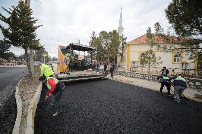 Çivril'de Üniversite Yolu Sıcak Asfalta Kavuşuyor