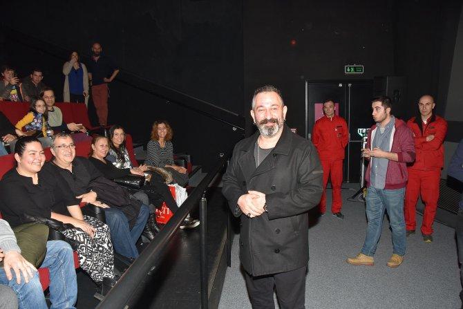 İftarlık Gazoz ekibi, filmi vatandaşlarla birlikte seyretti