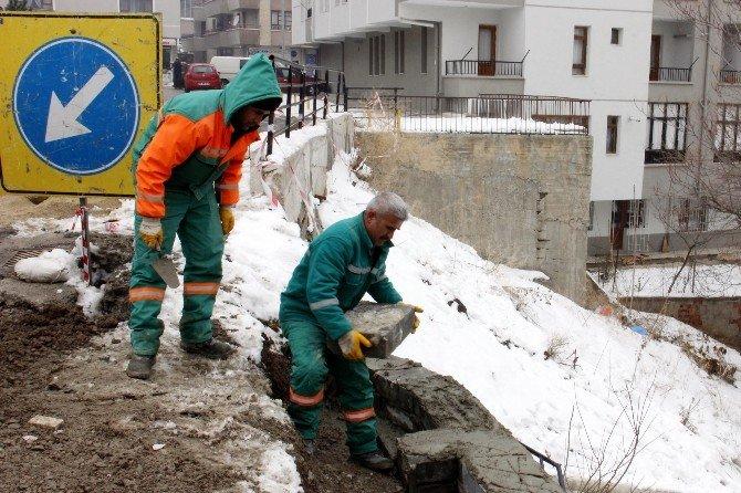 Dayanışma'daki İstinat Duvarı Güçlendiriliyor