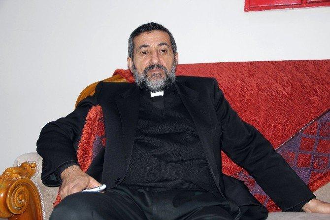 Papaz Ve Ailesi De Kaçtı