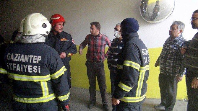 Kamera Ve Fotoğraf Makinesi Satılan İş Yerindeki Yangın Korkuttu