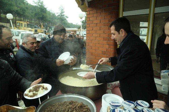 Başkan Tok'tan İşçilere Yemek