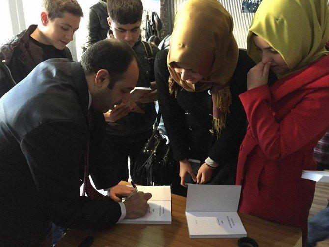 İş Adamı Ve Yazar İbrahim Toru Tecrübelerini Gençlerle Paylaştı