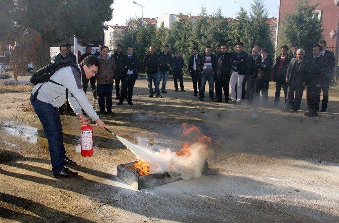 Üniversite Personeline Yangınla Mücadele Eğitimi Verildi