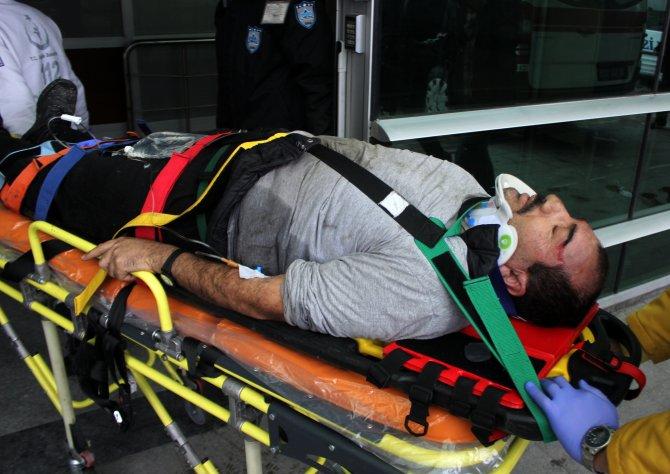 Çatıdan düşen kişi, hastanede tedavi altına alındı