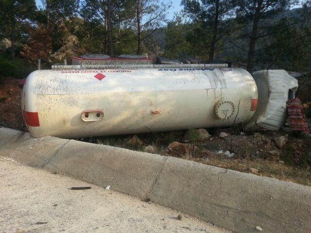Havran'da Tanker Bariyere Çarptı : 1 Ölü