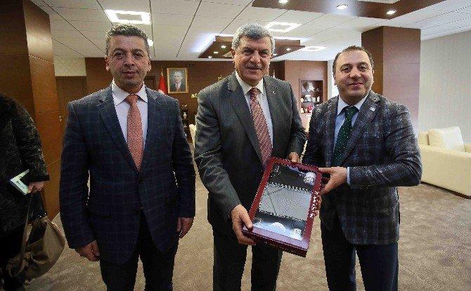 Başkan Karaosmanoğlu, Tüksiad Heyeti İle Bir Araya Geldi