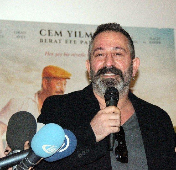 Cem Yılmaz Yeni Filmini Konyalılarla İzledi
