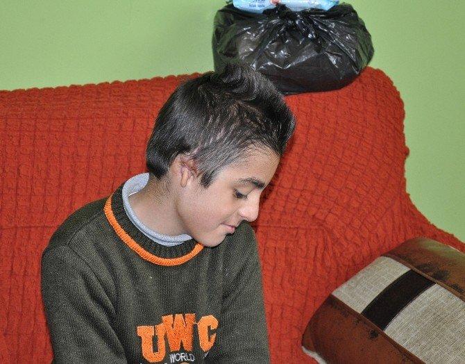Kulak Kepçesi Olmayan Minik Yusuf Yardım Bekliyor